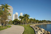 Promenade at the bayside of Downtown Miami, Florida — Stock Photo
