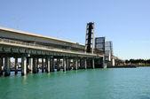 Brücke über die bucht von biscayne, miami florida zu öffnen — Stockfoto