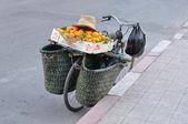 Fahrrad mit orangen, marrakesch — Stockfoto