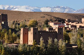 Moroccan casbah, Atlas mountains in the background — Stock Photo