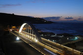 在晚上的公路大桥。德大加那利岛拉斯帕尔马斯 — 图库照片