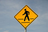 Crosswalk road sign against blue sky — Stock Photo