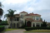 Beautiful villa in the southern usa — Stock Photo