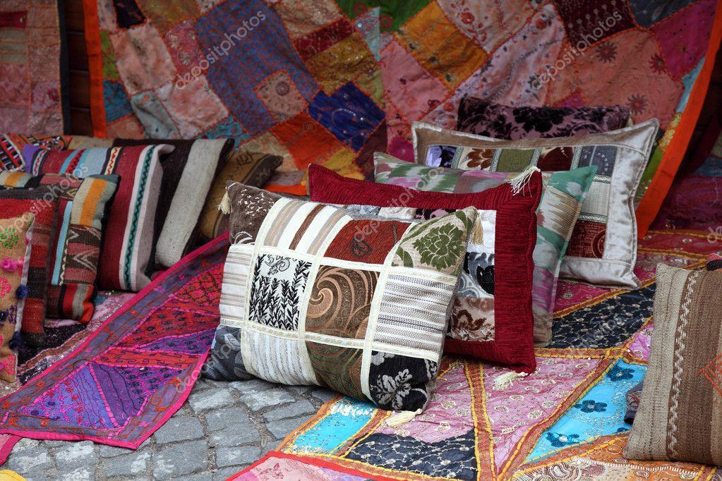 Negozio di cuscini e tappeti a istanbul, Turchia — Foto Stock © philipus #6395314