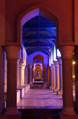 Archway illuminated at night. Muscat, Sultanate of Oman — Stock Photo