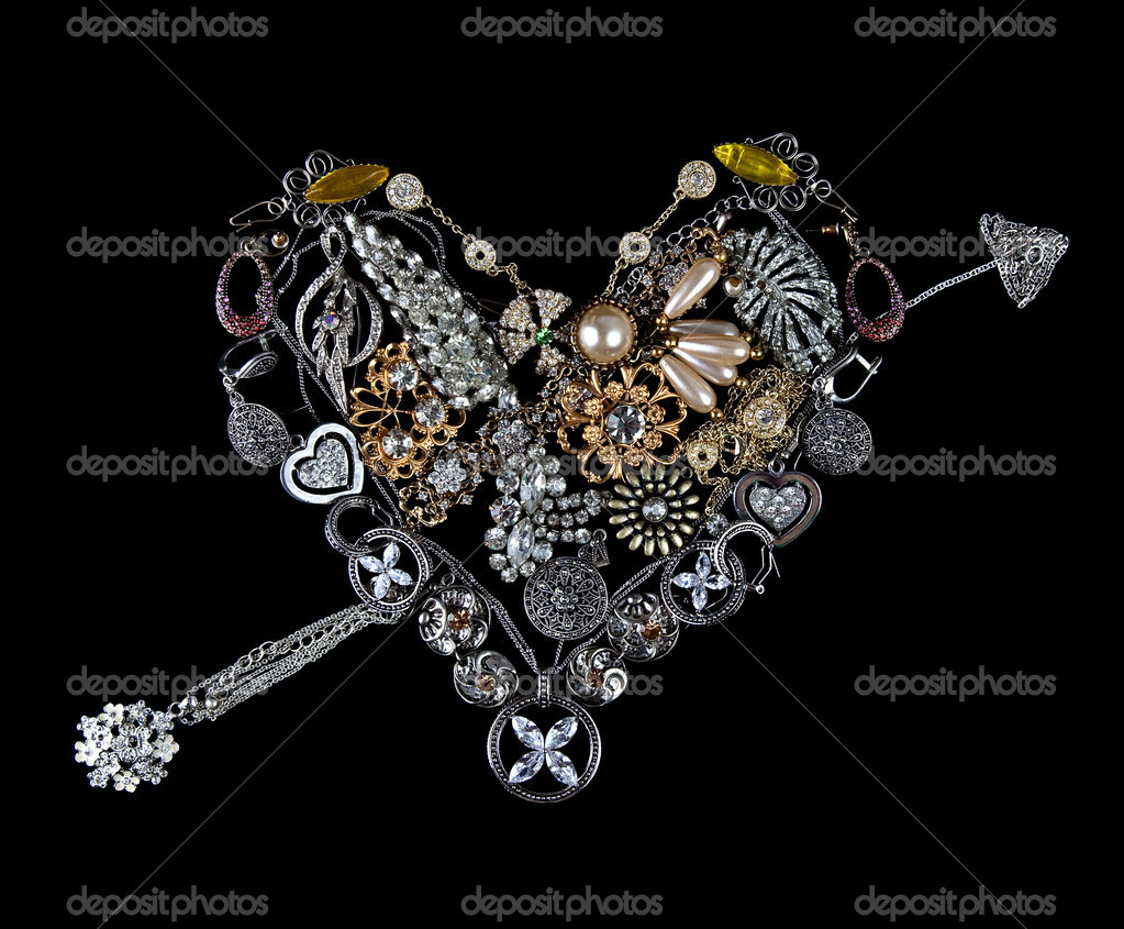 Gemstone heart on black background — Stock Photo #6320342