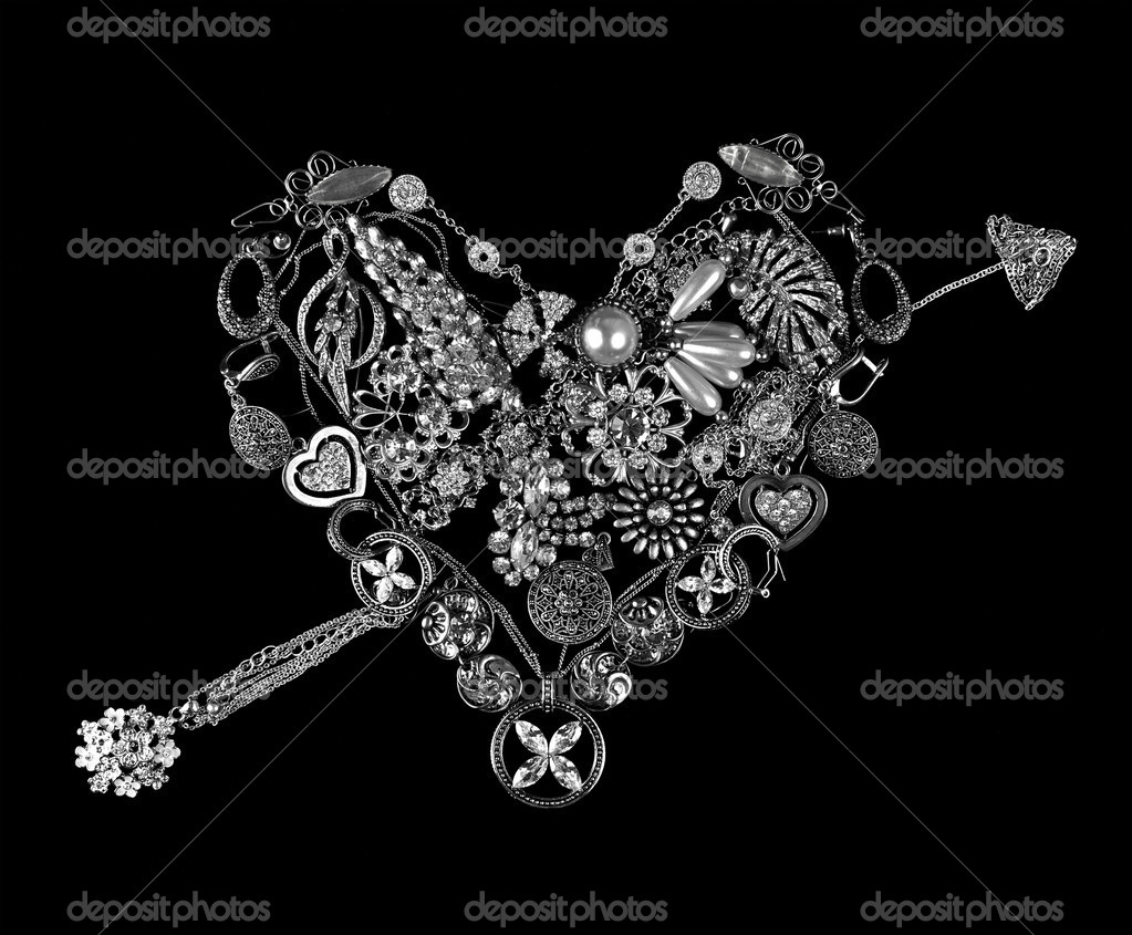 Gemstone heart on black background — Foto Stock #6320356