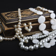 Casket with pearls — Stock Photo