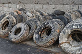 Wasted old tyres in the harbour — 图库照片