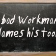 """A bad workman blames his tools"" written on a blackboard — Zdjęcie stockowe"