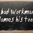 """A bad workman blames his tools"" written on a blackboard — Foto de Stock"