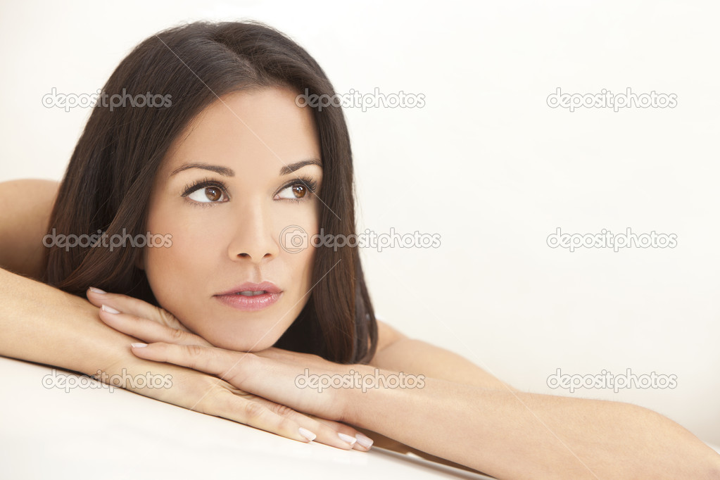 Portrait of a beautiful brunette young woman thinking and resting on her hands — Stock Photo #6218103