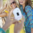 Three Young Women Friends Taking Pictures On Vacation — Stock Photo