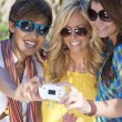 Three Women Friends Taking Pictures of Themselves on Digital Cam — Stockfoto