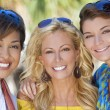 Three Beautiful Young Women Friends Laughing On Vacation — Stock Photo
