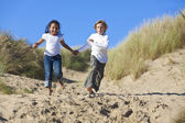 Blond Boy & Mixed Race Girl Running At Beach — Stock fotografie