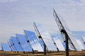 Dziedzinie zielonej energii odnawialnej energii słonecznej lustro panele — Zdjęcie stockowe