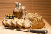 Fresh Cut Rustic Bread, Olive Oil & Green and Black Olives — Stock Photo