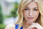 Naturally Beautiful Blond Woman With Blue Eyes — Stock Photo