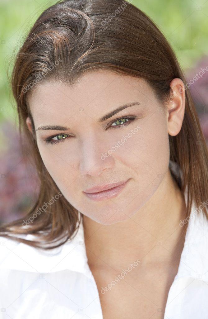 portrait de lumi re naturelle en plein air de belle femme avec des yeux vert photographie. Black Bedroom Furniture Sets. Home Design Ideas