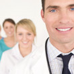 男性医師や看護婦たちは医療チーム — ストック写真