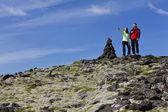 Bir mounatin tırmanma çift — Stok fotoğraf
