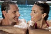 Beautiful Couple Relaxing In Swimming Pool With Perfect Smiles — Stock Photo