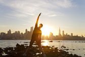 Woman Runner Yoga Stretching Manhattan Skyline Sunrise New York — Stock Photo