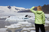 Environmental Concept Woman Hiker Looking At Melting Glacier — Stock Photo