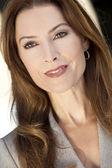 Portrait de la belle femme ou femme d'affaires dans la trentaine — Photo