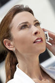 Beautiful Young Woman In Her Thirties Talking on Cell Phone — Stock Photo