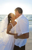 Bride & Groom Married Couple Kissing at Sunset Beach Wedding — Stockfoto