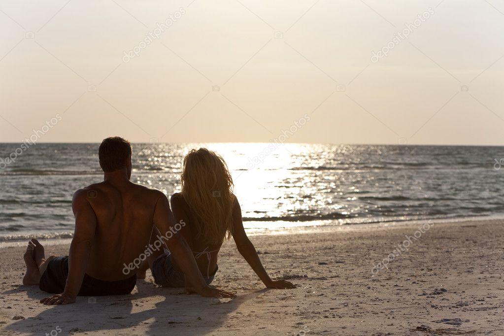 Фото мужчины и женщины со спины на аву