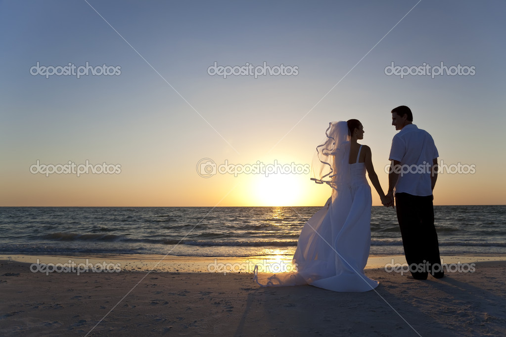 Wedding of a married couple, bride and groom, together at sunset on a beautiful tropical beach — Stock Photo #6486927