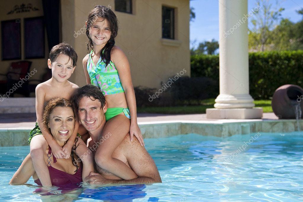 голая вся семья фото