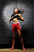 Lutador tailandês muay chinês asiáticos em pose — Fotografia Stock