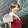 在显示名称卡的各种姿势亚洲中国女性 — 图库照片