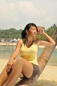 Asiatisk kinesisk flicka under varmt väder — Stockfoto