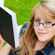 Beautiful girl in the park — Stock Photo