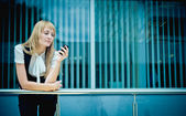 Portrait of a business woman speaking on the phone — Stock Photo