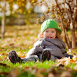 baby in de herfst — Stockfoto