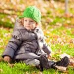 Child in autumn park — Stock Photo