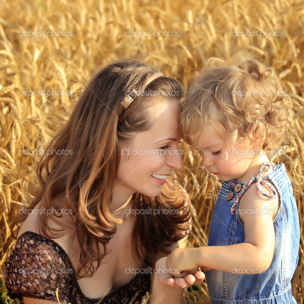 Woman with child in autumn field of wheat — Stock Photo #6269821