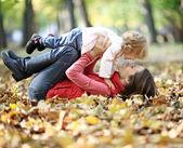 Mujer y niño divirtiéndose — Foto de Stock