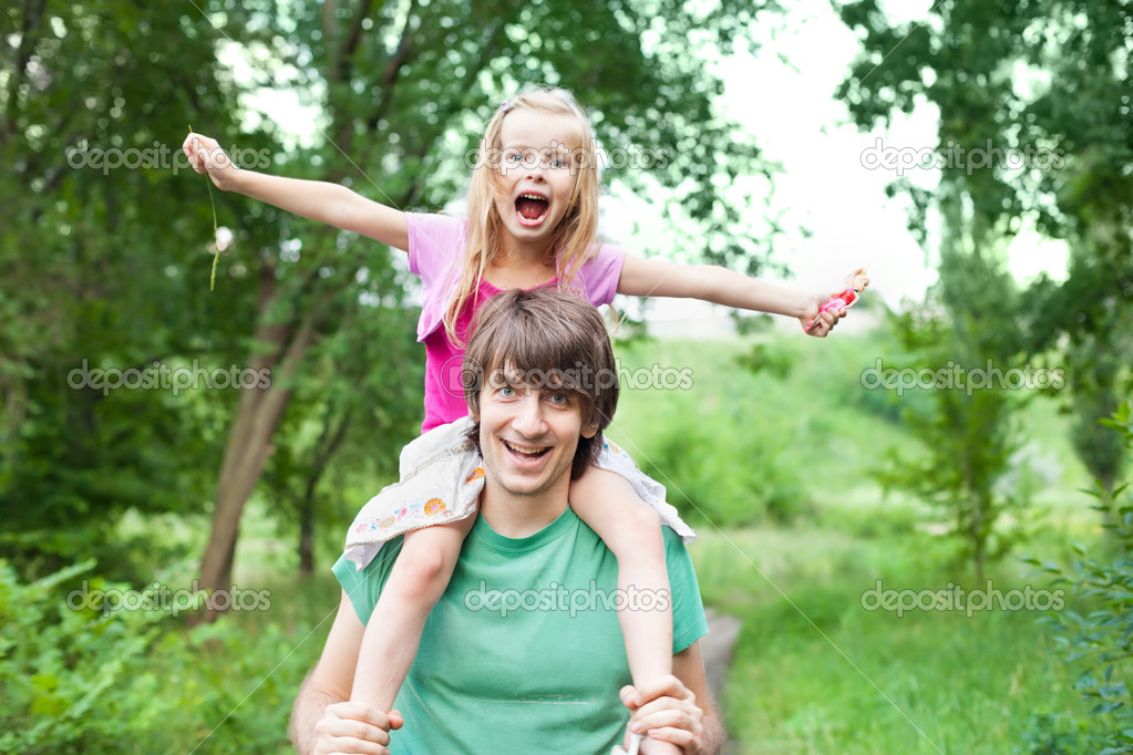 фото групаухи мама с дочкой и отцом