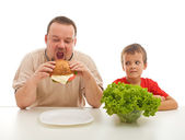 Healthy eating - teaching by example — Stock Photo