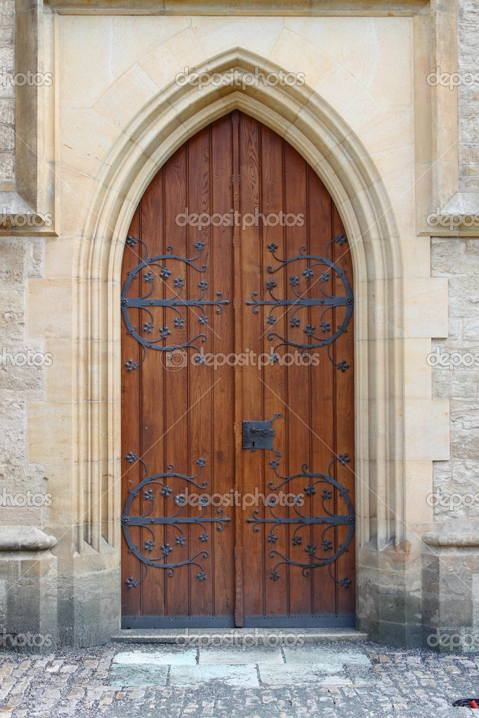 Medieval front door in the downtown of London, UK — Stock Photo #6379658
