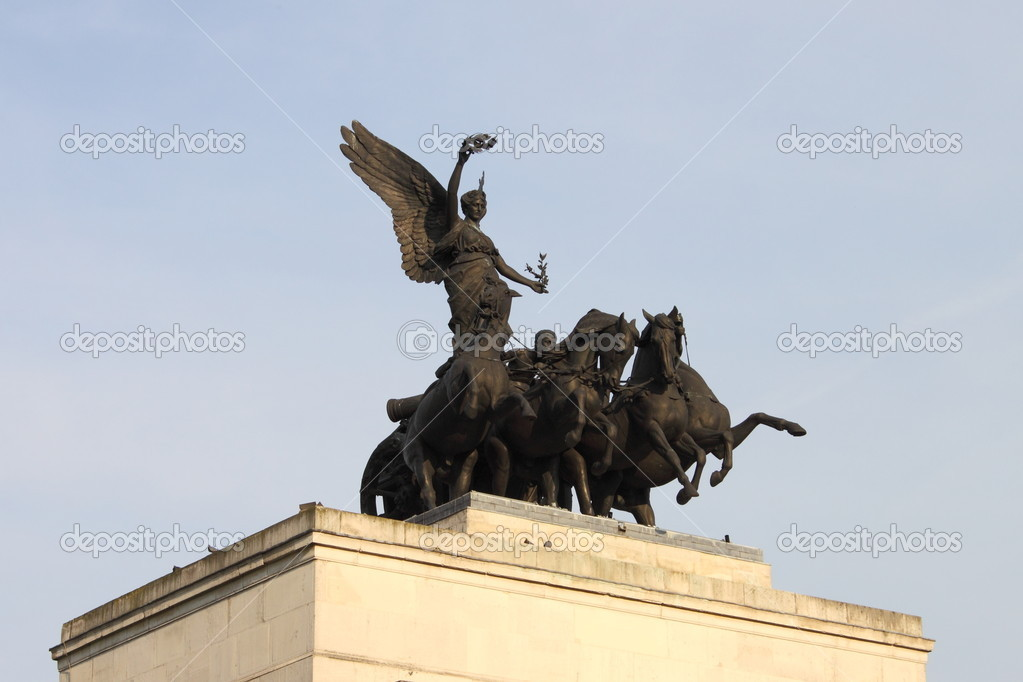 Statue of the Boadicea, the queen of the ancient British Iceni tribe — Stock Photo #6503921