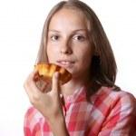 kvinna med aptitretande tårta — Stockfoto