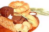 Assortiment van gebakken brood geïsoleerd op wit — Stockfoto
